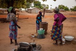 Africa;Benin;Cooking;Kaleidos;Kaleidos-images;Meal;Meal-Preparation;Mortar;Pestles;Tarek-Charara;Woman;Women