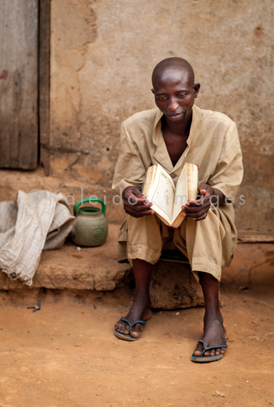 Africa;Benin;Islam;Kaleidos;Kaleidos images;Koran;Man;Men;Muslim;Portrait;Quran;Religion;Tarek Charara