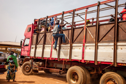 Africa;Benin;Kaleidos;Kaleidos-images;Lorries;Lorry;People;Tarek-Charara;Transportation;Transports;Travel;Travelling;Trucks;Vehicles;Voyages