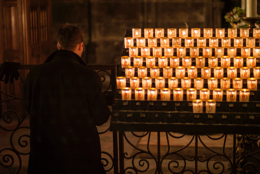 Believers;Candles;Cathedrals;Catholics;Christianity;Faithful;Kaleidos;Kaleidos-images;Mass;Notre-Dame-de-Paris;Paris;Places-of-worship;Tarek-Charara