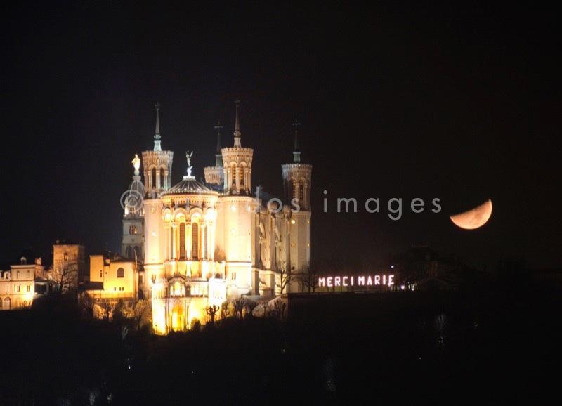 Basilique de Fourvière;Basilica of Fourvière;Basilika von Fourvière;Bas'lica de Fourvière;Basilica di Fourvière;lune;luna;lua;moon;Mond;nuit;notte;Nacht;night;noche;noite;Lugdunum