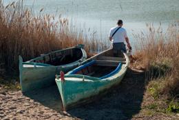 Bateau;Boat;Chien;Dog;Eau;Homme;Kaleidos;Kaleidos-images;Leisures;Loisirs;Man;Pond;Tarek-Charara;Water;Étang