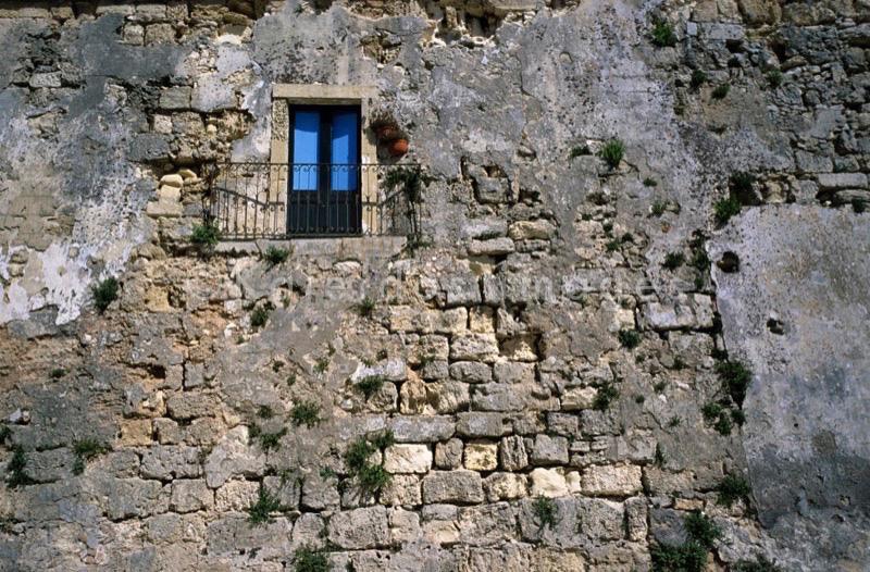 window;Fenster;ventana;janela;finestra;fenêtre;pared;wall;parete;Mauer;muro;mur