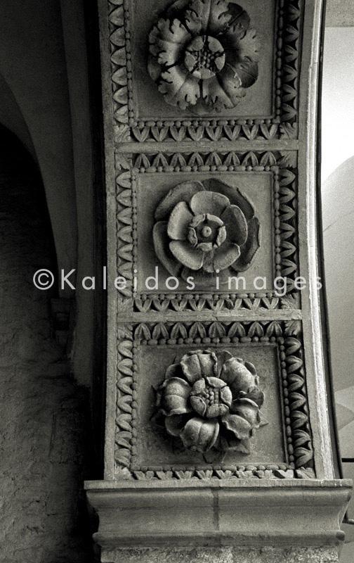 Wawel Royal Castle;Rosette;stone;architectural detail;archway;Cracow;Krakow;Poland;POL;Cracovie;Lesser Poland;Kleinpolen;Petite Pologne;Krakau