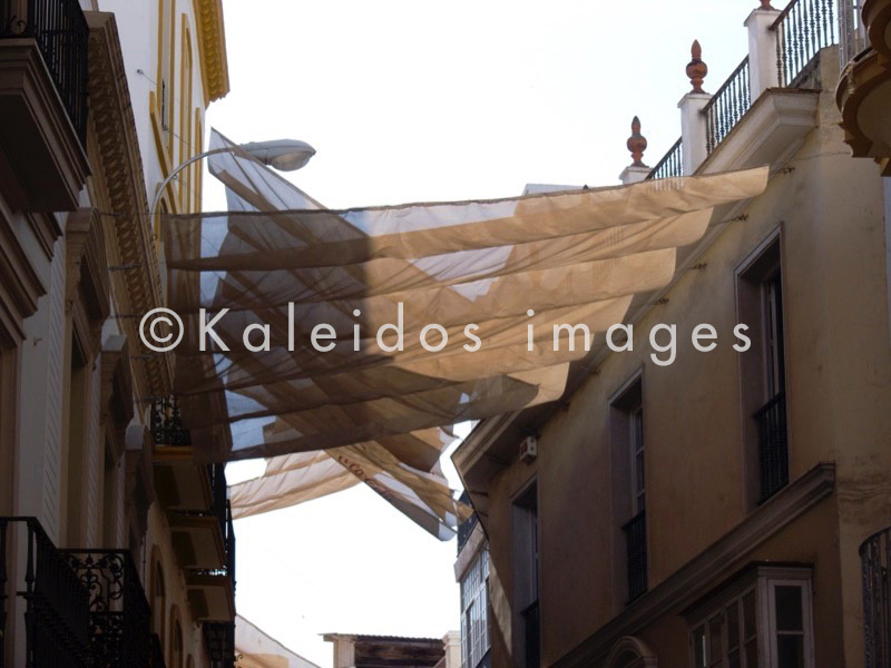 Sonnenschirm;parasol;faz face sol;rimedia sole;preve sol;avoid sun;wehren Sie ab Sonne;pare soleil;Stadt;city;ciudad;città;cidade;ville