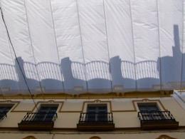 Sonnenschirm;parasol;faz-face-sol;rimedia-sole;preve-sol;avoid-sun;wehren-Sie-ab-Sonne;pare-soleil;window;janela;finestra;ventana;Fenster;fenêtre;Stadt;city;ciudad;città;cidade;ville