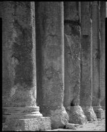 Baal;Baalbeck;beka;Bacchus;Jupiter;tempio;templo;Tempel;temple;Patrimonio-Mundial;Weltweites-Kulturgut;Patrimoine-Mondial;stone;Stein;piedra;pietra;pedra;pierre;romano;Roman;Römer;romain;Heidentum;paganism;paganismo;paganesimo;paganisme;Eliopolis;Heliópolis;heliopolis;schwarz-und-weiß;black-and-white;bianco-e-nero;noir-et-blanc;Phoenicia;Phénicie;Fenicia;UNESCO;patrimoine-de-lhumanité;Patrimonio-mondiale;World-Heritage;architettura;structure;Architektur;arquitectura;architecture;Proche-orient;middle-east;Vicino-Oriente;Naher-Osten;colunas;colonne;Kolonnen;columnas;columns;colonnes;Venus;Baal-Hadad