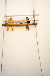 Artisan;Blanc;Cordes;Craftsman;Handwerker;Hommes;Kaleidos;Kaleidos-images;Lebanon;Liban;Libanon;Maler;Man;Men;Middle-East;Moyen-Orient;Naher-Osten;Near-East;Paint;Painters;Peintres;Peinture;Proche-Orient;Ropes;Scaffolding;Suspended-Scaffolding;Tarek-Charara;White;Échaffaudage;Échaffaudage-suspendu